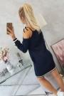 Tamsiai mėlyna suknelė atvirais pečiais