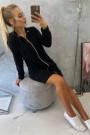 Juodas ilgas džemperis su kapišonu